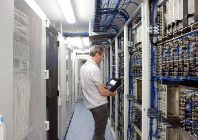Kabel Deutschland Schaltzentrale für TV, Internet und Telefonie