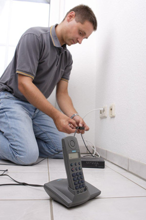 So einfach gehts am Beispiel Kabel Deutschland - einfach Telefon anstecken und normal telefonieren