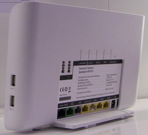 Telekom Speedport W921V - Ansicht von Seite und von Hinten mit den Anschlüssen