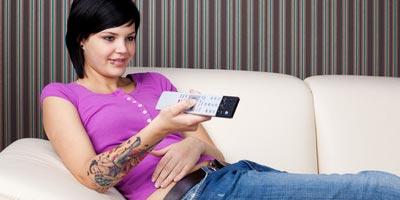 Trotz Internet & Co. nutzen Jugendliche weiterhin den Fernseher / TV