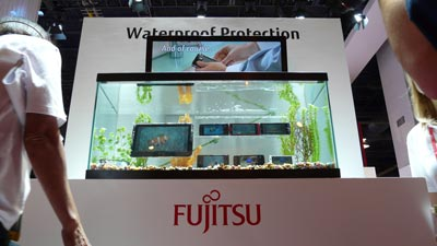 Fujitsu bietet wasserdichte Handys, Smartphones und Tablet-PCs an